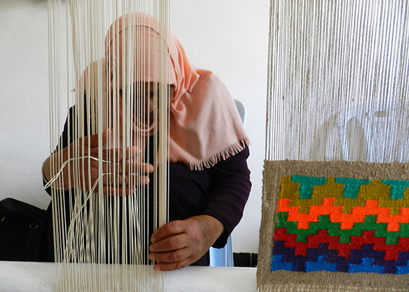 Craft woman at the loom (Kasserine, Tunisia)