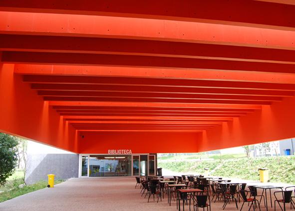 'Escola Secundária Garcia de Orta' in Vila Nova de Gaia by Ricardo Bak Gordon: library, the openness of school spaces to the community (credit: A. Santos, 2011). AGATHÓN 7 | 2020