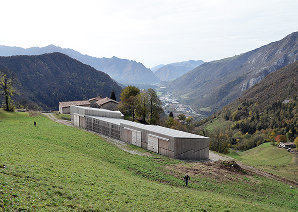 Contrada Bricconi: view on the valley showing the integration between old and new architectures (credit: LABF3 studio). AGATHÓN 09 | 2021